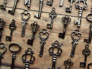 Gah, I love skeleton keys….
